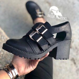 Shoes - Chunky Grunge Closed Toe Lug Sole Heels